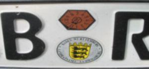 Kennzeichen mit AU TÜV Plakette